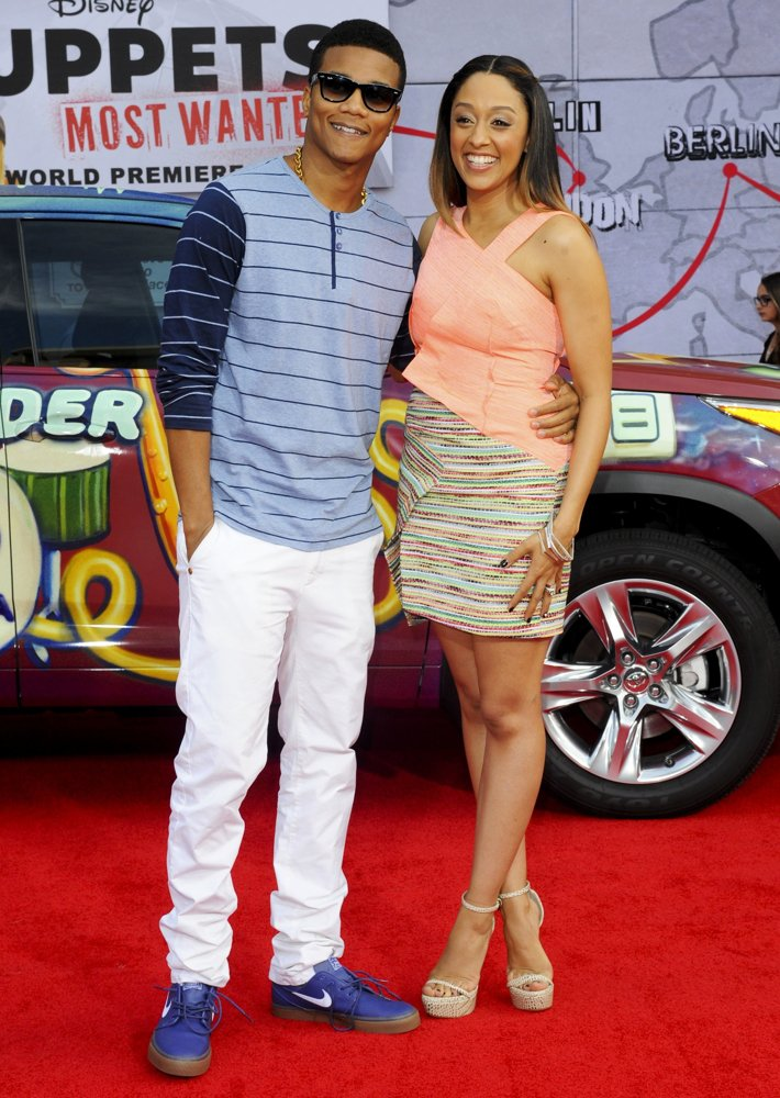 Peachy Tia Mowry Muppets Most Wanted Premiere Hype Hair Short Hairstyles Gunalazisus