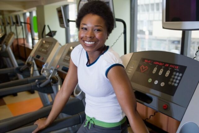 black-woman-on-treadmill-hypehair