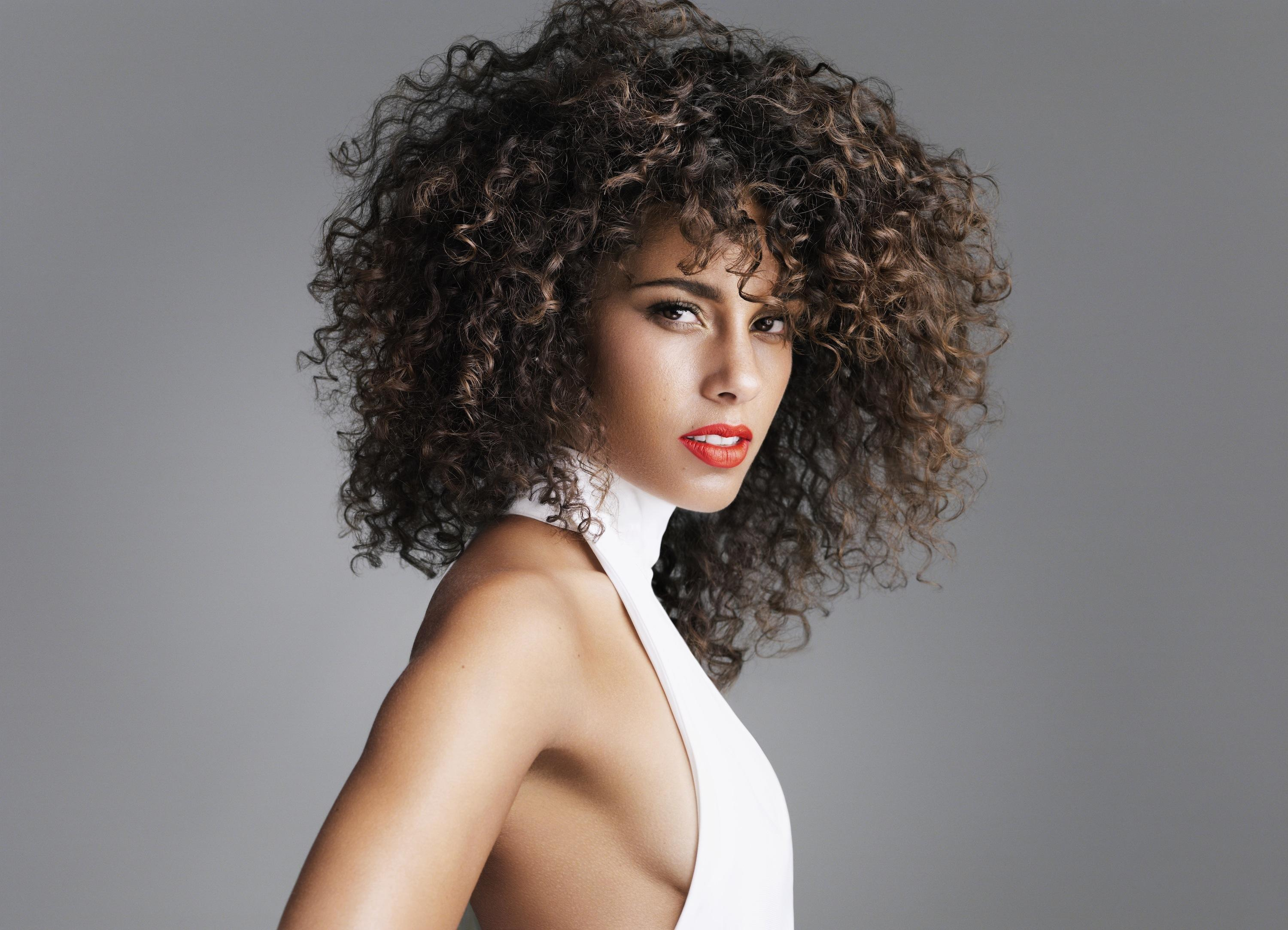 Peachy 9 Alicia Keys Hairstyles You Can Totally Do Yourself Short Hairstyles Gunalazisus