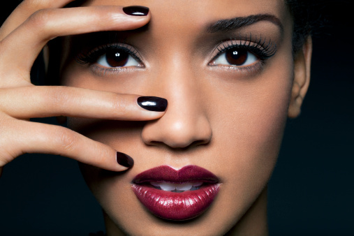 black nails & red lips