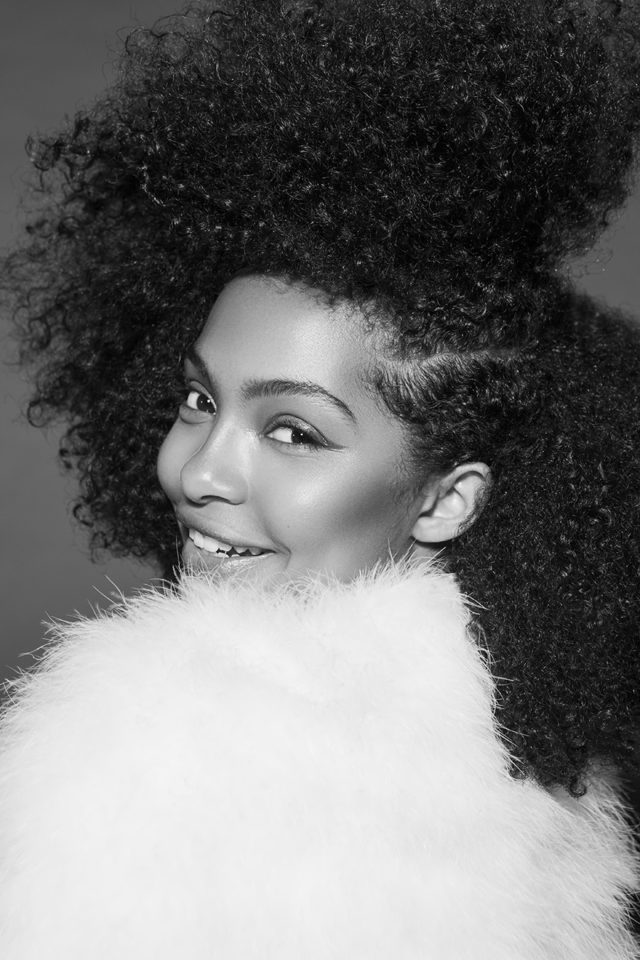 Close Up Yara Shahidi Slays Side Parted Afro For Paper