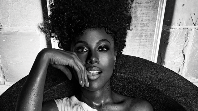 Close Up Dewanda Wise Heats Up The Cover Of Cassius