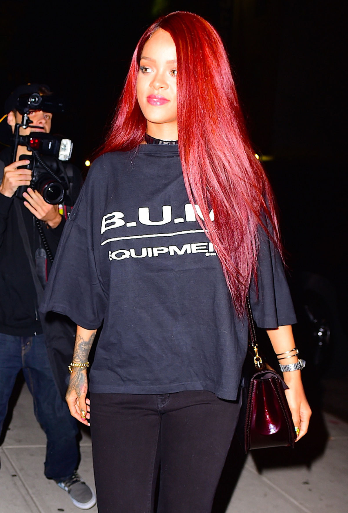 Red Alert Rihanna S Hair Is Now Brighter Amp Longer For Now