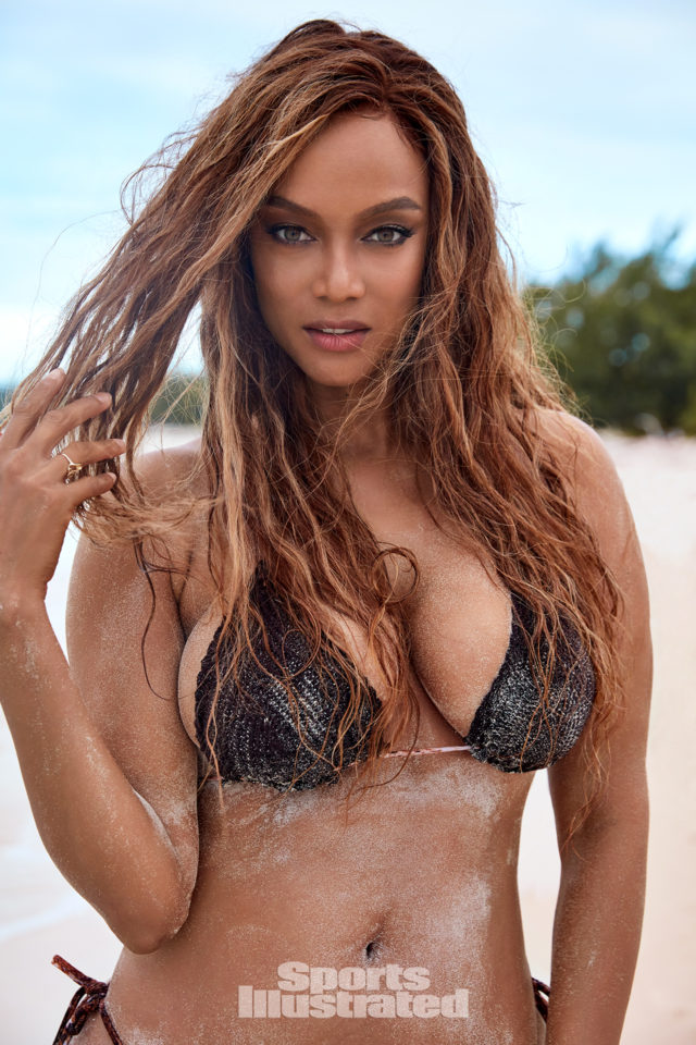 be7bbdd0a78 Close-Up] Tyra Banks Slays 'Sports Illustrated' Cover At 45