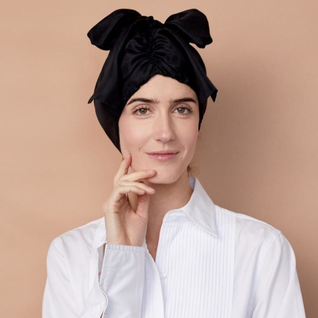 aff2fe8bd A White Woman Claims To Have Invented The Silk Bonnet (And Is Selling Them  For $98)